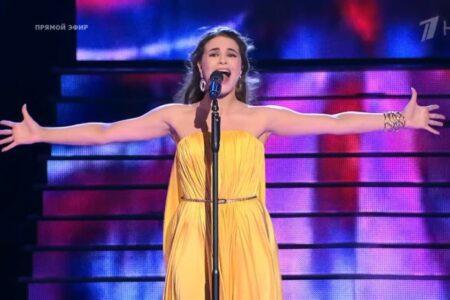 Уроженка Омска Мария Русакова прошла в полуфинал шоу «Голос»