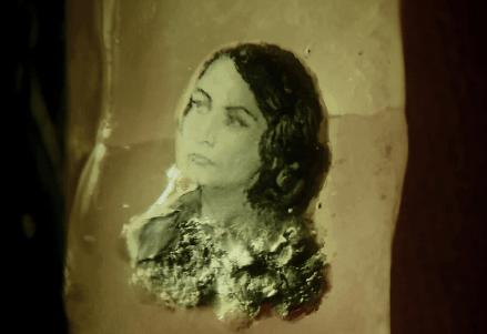 Портрет омского мэра Оксаны Фадиной изобразили на рисовом зерне