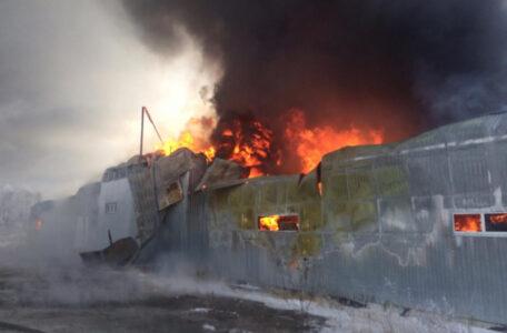 Названа возможная причина пожара пятничного пожара на складах в Омске