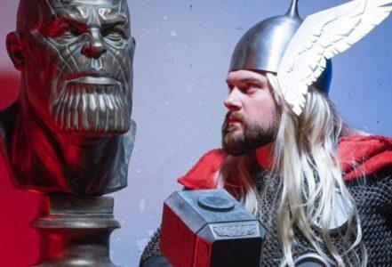 Скульптор из Омска изготовил и подарил бюст Таноса российскому блогеру