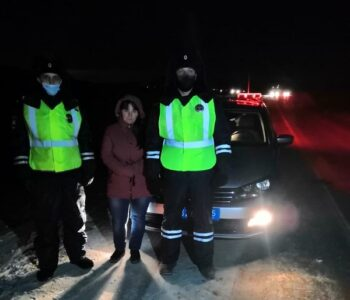 Омские инспекторы в Рождество помогли женщине с двумя маленькими детьми
