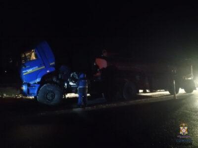 На автодороге Тюмень-Омск водитель сломанного большегруза получил помощь