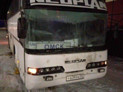 50 человек оказались ночью в мороз в сломанном автобусе на Омской трассе