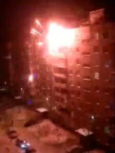 В новогоднюю ночь в Омске фейерверки запустили прямо в окна дома