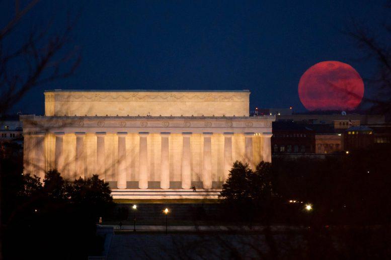 В NASA рассказали, как фотографировать Луну