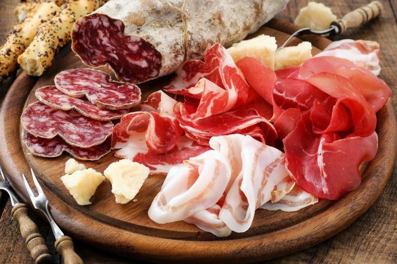 Учёные обнаружили связь между употреблением обработанного мяса и сердечно-сосудистыми заболеваниями