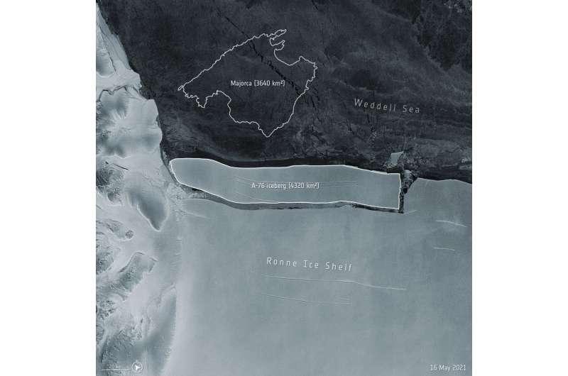 Огромный антарктический айсберг может дрейфовать в океане годами