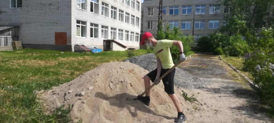 В Омске начали временно трудоустраивать несовершеннолетних
