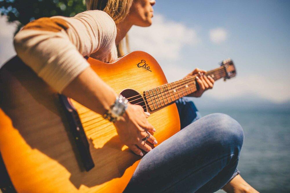 Изучение иностранных языков может повлиять на обработку музыки в мозге