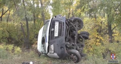 Четыре человека пострадали в Омске в ДТП с иномаркой и микроавтобусом