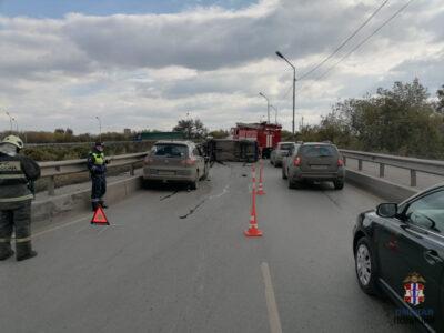 Двое детей пострадали в перевернувшемся после ДТП автомобиле в Омске